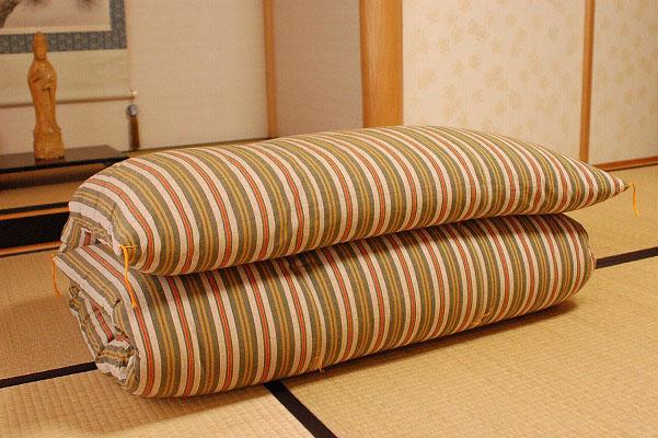 眠りの基本は敷布団です。