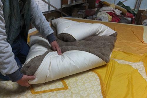 ▲キャメルわた敷布団製作中▲